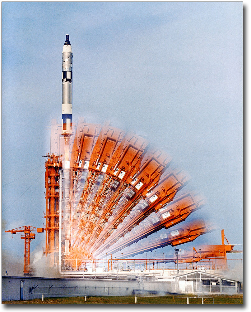 GEMINI 6 LAUNCHING FROM CAPE CANAVERAL 8x10 SILVER HALIDE PHOTO PRINT