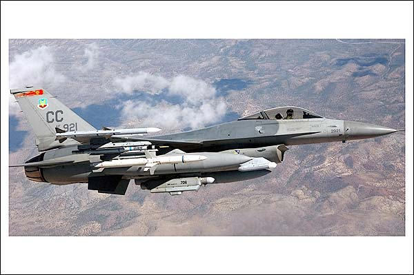 F-16 / F-16C Fighting Falcon in Flight Photo Print for Sale