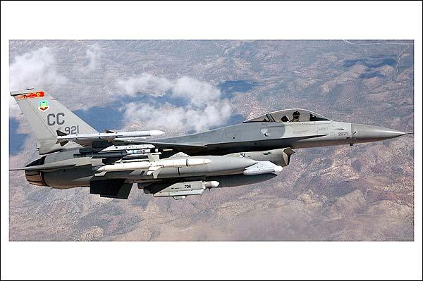 F-16 / F-16C Fighting Falcon in Flight Photo Print for Sale
