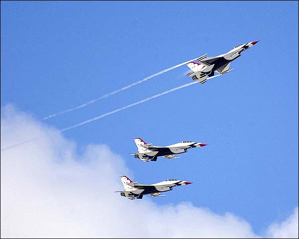 Thunderbirds F-16 Fighting Falcons Flight Photo Print for Sale