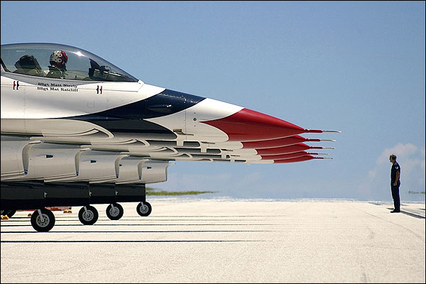 Thunderbirds F-16 Fighting Falcons Photo Print for Sale