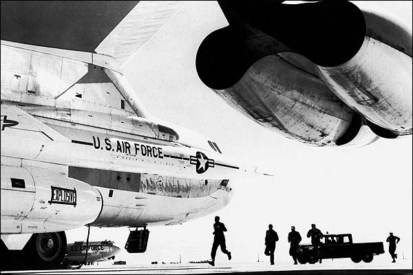 Boeing B-52 Stratofortress Combat Crew Photo Print for Sale