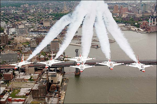 F-16 Falcon Thunderbirds, New York City Photo Print for Sale