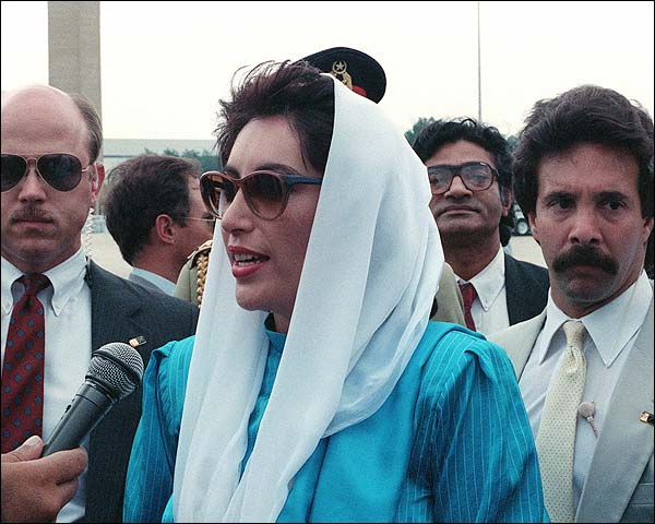 Pakistan Prime Minister Benazir Bhutto 1988 Photo Print for Sale
