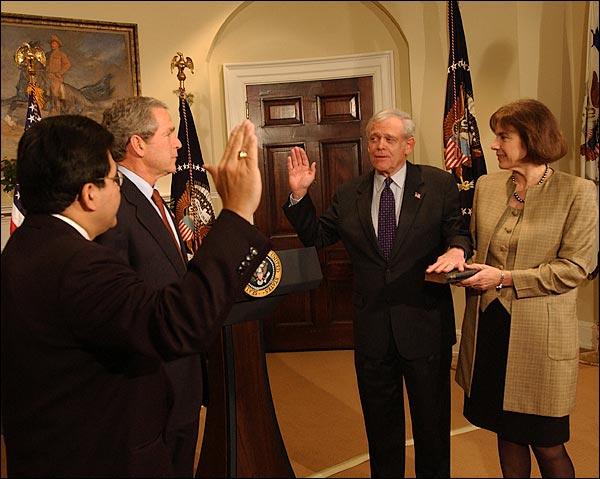 George W. Bush w/ SEC Chairman Henry Donaldson 2003 Photo Print for Sale