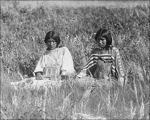 Piegan Indian Women Edward S. Curtis 1910 Photo Print for Sale