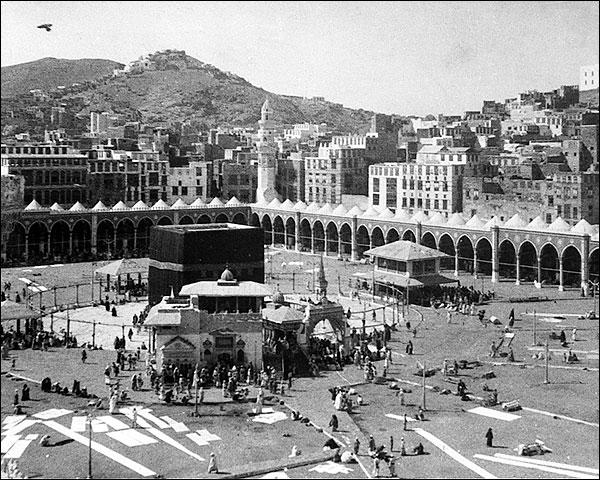 Kaaba Muslim Shrine Mecca, Arabia 1910 Photo Print for Sale