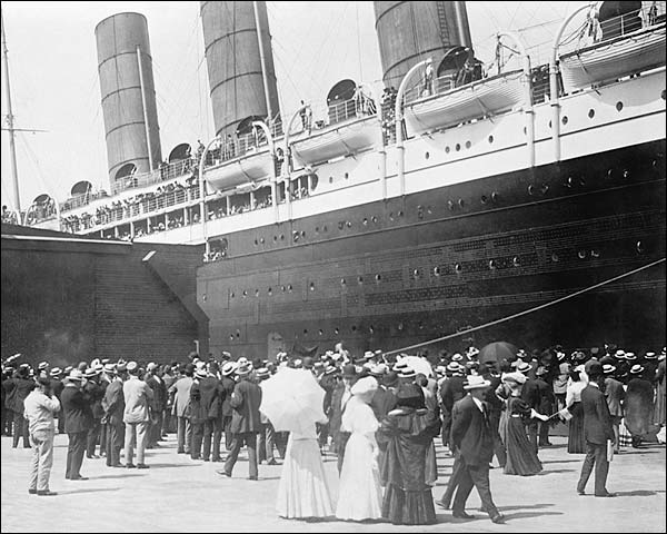 Lusitania Cruise Ship New York City 1907 Photo Print for Sale