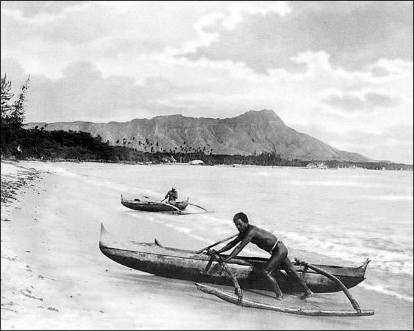 Natives & Canoes Honolulu, Hawaii 1922 Photo Print for Sale
