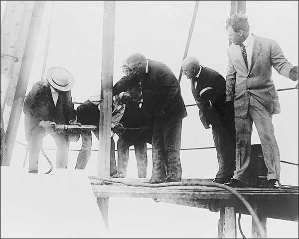 Met Life Tower Driving the Last Rivet 1908 Photo Print for Sale