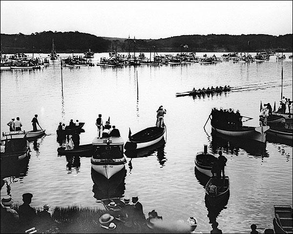 Harvard / Yale Crew Race New London 1908 Photo Print for Sale