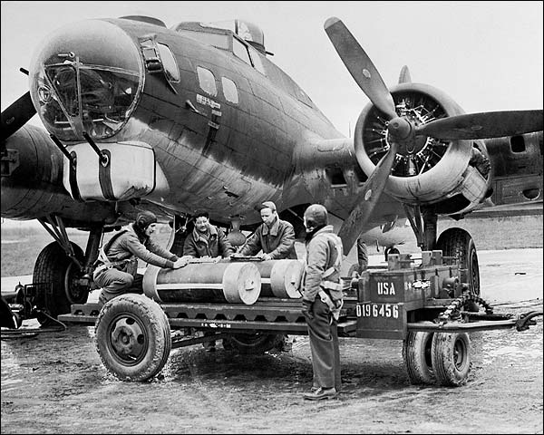 WWII Boeing B-17 Flying Fortress Ground Crew Photo Print for Sale