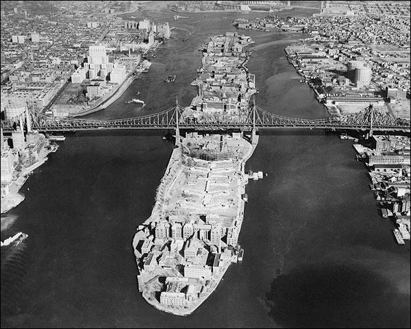 Roosevelt Island & Queensboro Bridge, NYC Photo Print for Sale