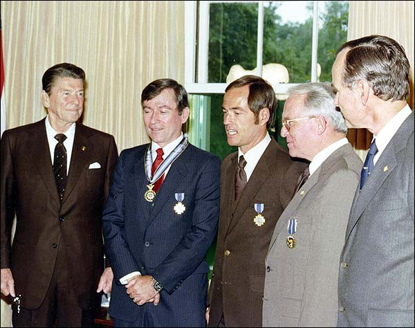 Ronald Reagan w/ STS-1 Young & Crippen Photo Print for Sale