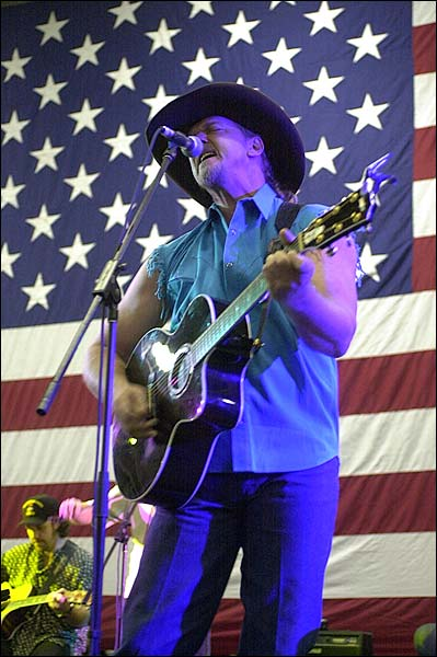 Trace Adkins Patriotic Aboard CVN-72 Photo Print for Sale
