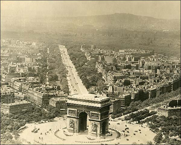 Arc de Triomphe de l'Étoile in Paris 1915 Photo Print for Sale