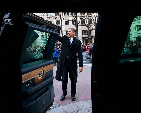 President Obama Waves at Inaugural Parade 2013 Photo Print for Sale